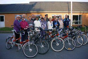 Tandemholdet træder i pedalerne: På vej hjem til kaffe og hyggeligt socialt samvær